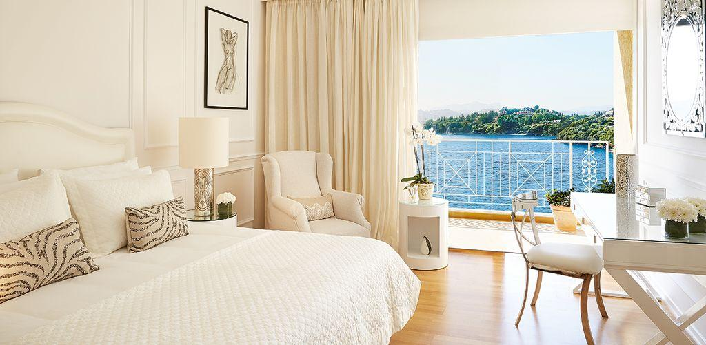 corfu-imperial-deluxe-guestrooms-bed