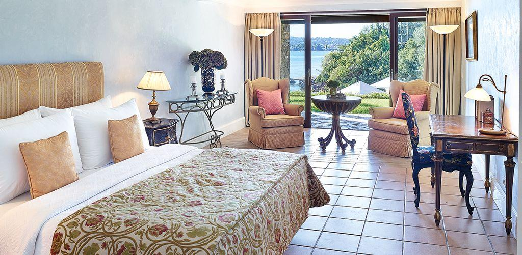 corfu-imperial-three-bedroom-luxury-beach-villa-bed
