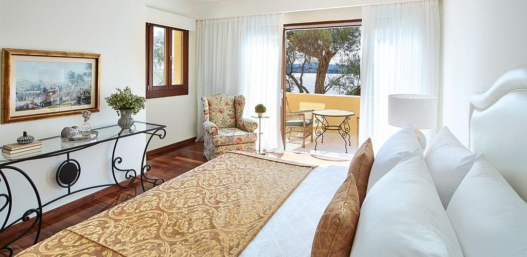 corfu-imperial-two-bedroom-family-bungalow-suite-bed