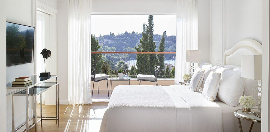 corfu-imperial-two-bedroom-family-suite-bed