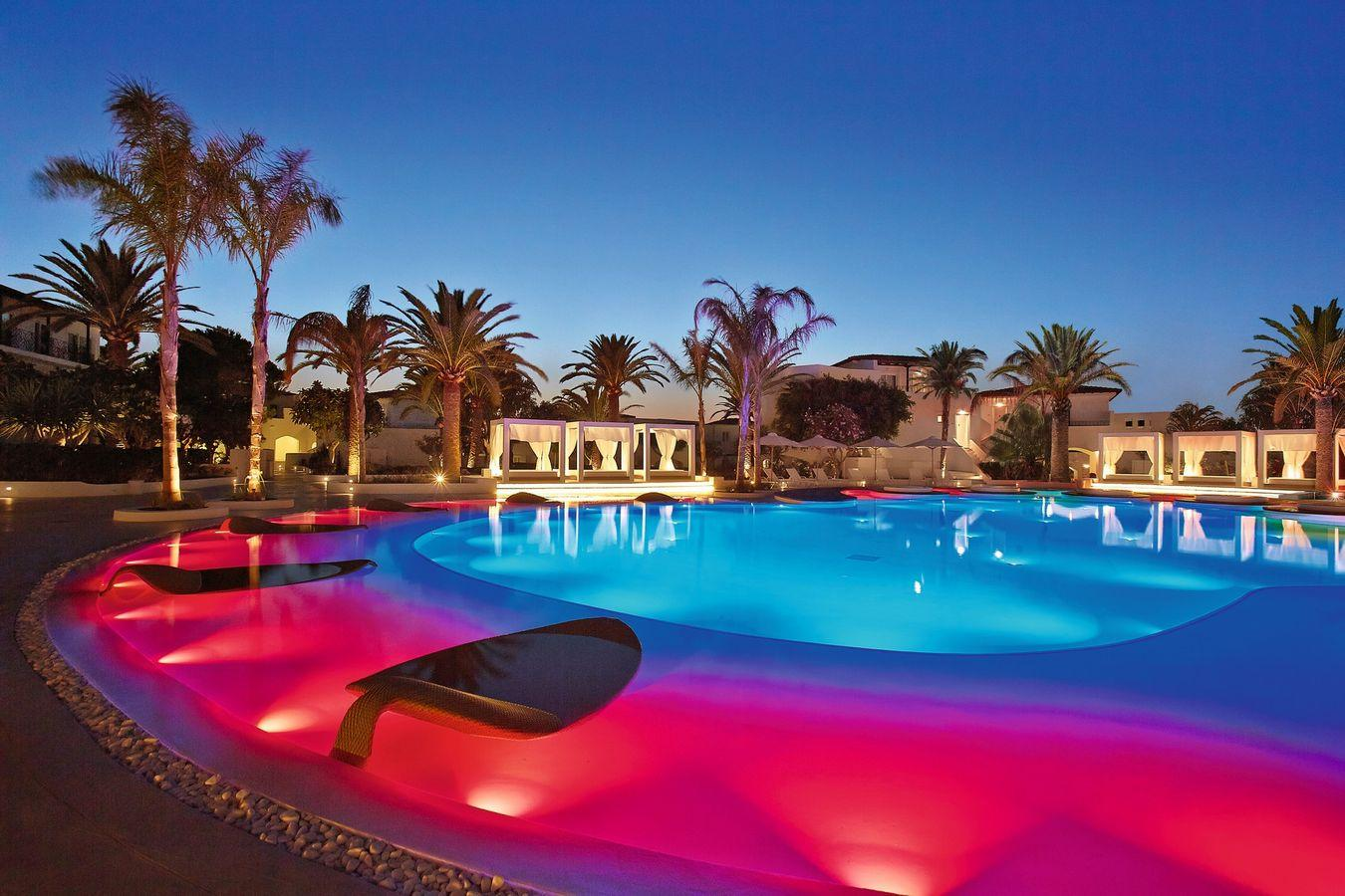 web_11-confetti-pool-lounges-at-night