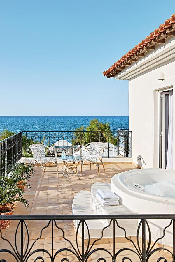 web_43-4-bedroom-villa-on-the-beach-with-outdoor-hydromassage